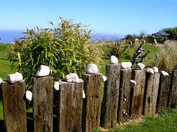 Gartengestaltung z une machendrahtzaun j gerzaun for Gartenteich eckig anlegen